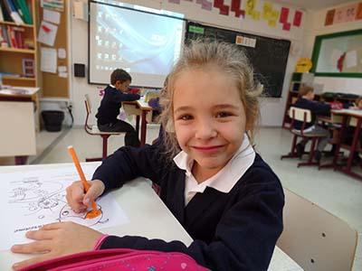 Alumna de primaria del colegio arturo soria