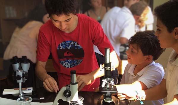 Los alumnos de 4º ESO hacen de profesores en 5º Primaria
