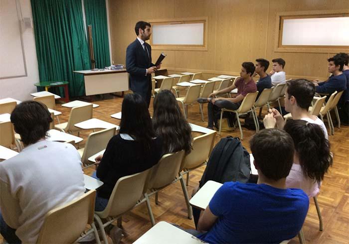 Charla sobre educación financiera en 1º de Bachillerato